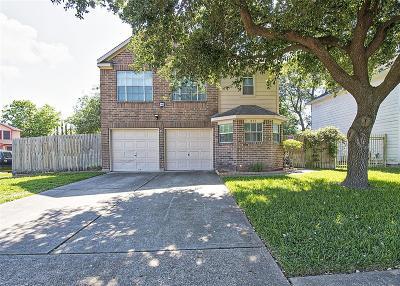 Pasadena Single Family Home For Sale: 811 Lark Drive