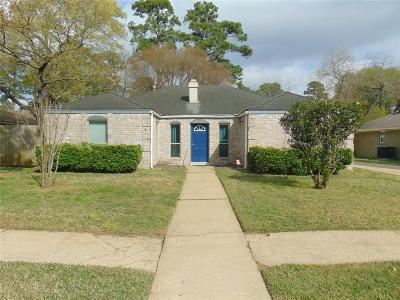 Spring Single Family Home For Sale: 2511 Wood River Drive