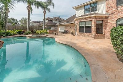 Baytown Single Family Home For Sale: 4118 Avalon Lane