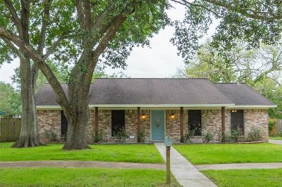 Friendswood Single Family Home For Sale: 15826 Wandering Trail