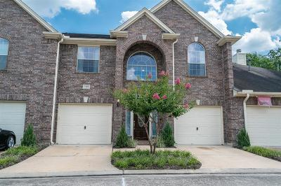 Friendswood Condo/Townhouse For Sale: 1408 S Friendswood Drive #1302