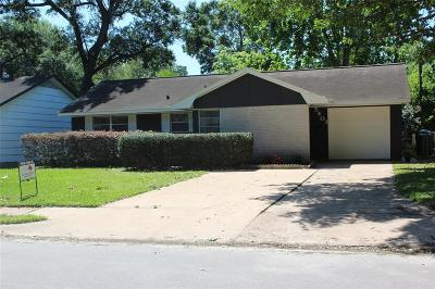 Oak Forest Single Family Home For Sale: 5401 Viking Drive