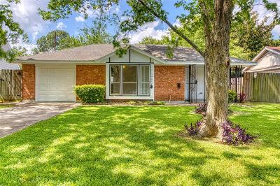 Houston Single Family Home For Sale: 10407 Dunvegan Way