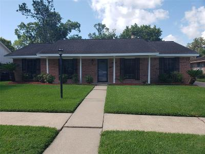 Friendswood Single Family Home For Sale: 15726 Wandering Trail