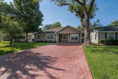 Oak Forest Single Family Home For Sale: 1827 Nina Lee Lane