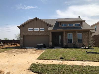 Richmond Single Family Home For Sale: 22 Montecito Lane