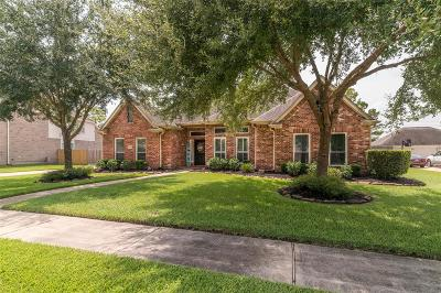 Friendswood Single Family Home For Sale: 2861 Everett Drive