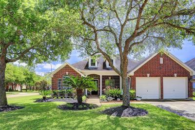 Sugar Land Single Family Home For Sale: 8722 Saratoga Drive
