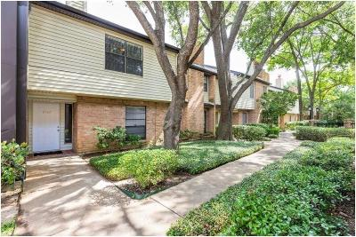 Houston Condo/Townhouse For Sale: 2568 Bering Drive #2568