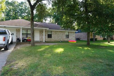 Willis Single Family Home For Sale: 107 Laurie Lane