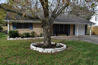 Liberty Single Family Home For Sale: 1909 N San Jacinto