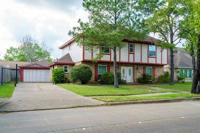 Houston Single Family Home For Sale: 2206 Woodland Park Dr