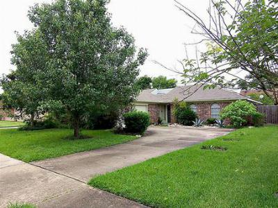 Single Family Home Sold: 22114 Fincastle Dr