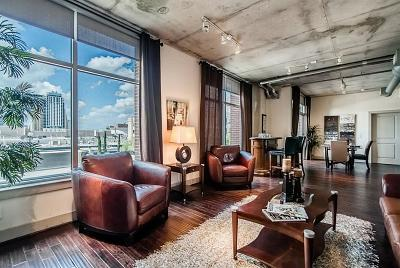 Mid/High-Rise For Sale: 1901 Post Oak #303