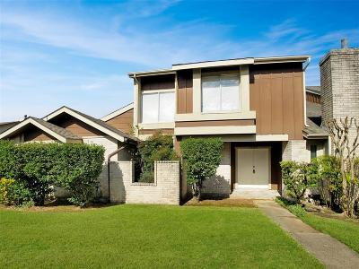 Houston Condo/Townhouse For Sale: 12542 Newbrook Drive