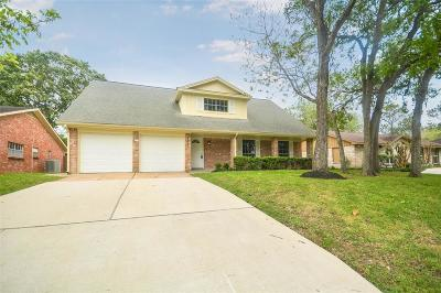 Single Family Home For Sale: 15615 Wandering Trail