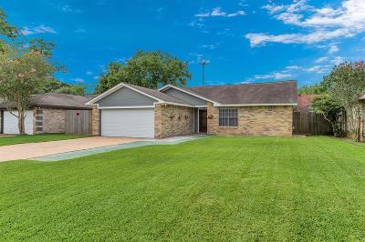 Sugar Land Single Family Home Option Pending: 2407 Pheasant Creek Drive