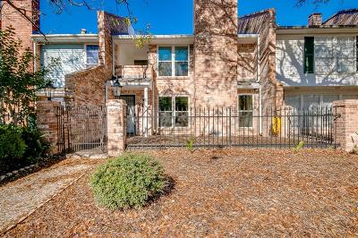 Pearland Condo/Townhouse For Sale: 2448 Country Club Drive
