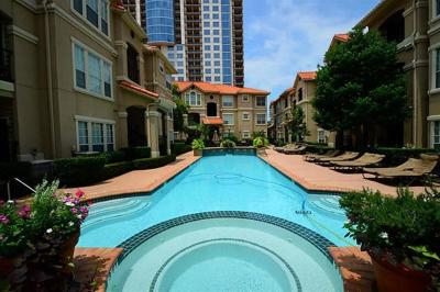 Houston Condo/Townhouse For Sale: 3231 Allen Parkway #1105