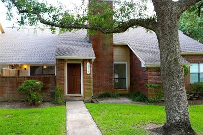 Houston Condo/Townhouse For Sale: 16642 Holly Trail Drive