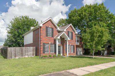 Friendswood Single Family Home For Sale: 2412 N Mission Circle
