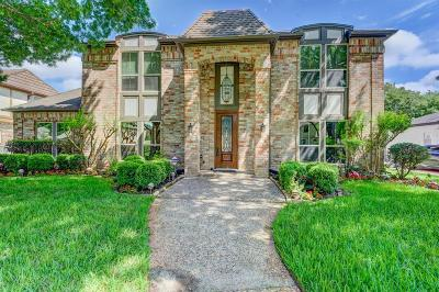 Houston Single Family Home For Sale: 15814 River Roads Drive