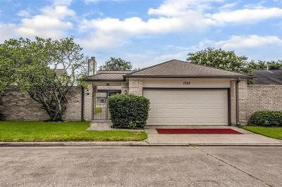 Single Family Home For Sale: 1727 Linfield Way
