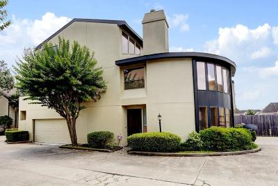 Houston Condo/Townhouse For Sale: 1116 Bering Drive #15