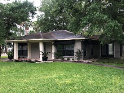 Kemah Single Family Home For Sale: 420 Glen Cove St Street