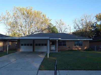 Deer Park Single Family Home For Sale: 317 Robin Street