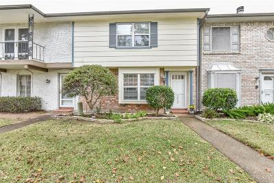 Friendswood Condo/Townhouse For Sale: 3932 Laura Leigh Drive