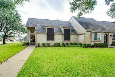 Houston Condo/Townhouse For Sale: 6666 Montauk Drive #1221