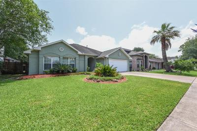 League City Single Family Home For Sale: 2215 Aberdeen Drive