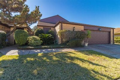 Baytown Single Family Home For Sale: 4623 Country Club View