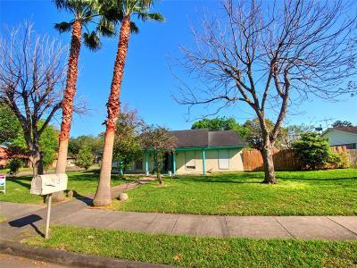 Webster Single Family Home For Sale: 403 Travis Street