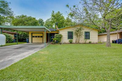League City Single Family Home For Sale: 216 W Saunders Street