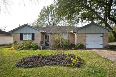 Friendswood Single Family Home For Sale: 400 Stoneledge
