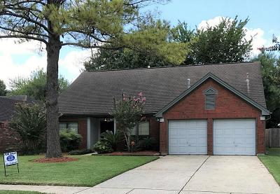 Friendswood Single Family Home For Sale: 2118 Bisontine Street