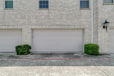 Houston Condo/Townhouse For Sale: 17495 Red Oak Drive #7495