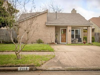 Cypress Single Family Home For Sale: 7118 Village Lake Drive