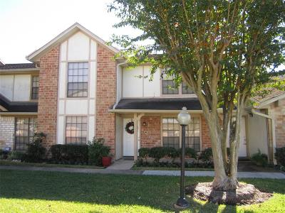 Fort Bend County Condo/Townhouse For Sale: 68 T Huxley Lane
