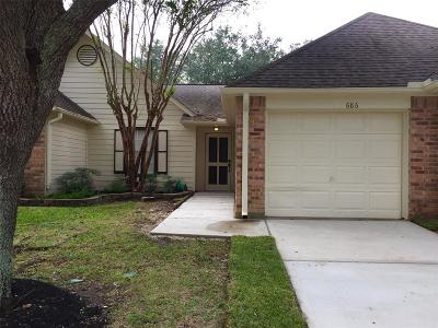 Pearland Condo/Townhouse For Sale: 686 W Country Grove Circle