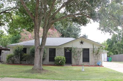 Angleton Single Family Home For Sale: 717 Betty Street