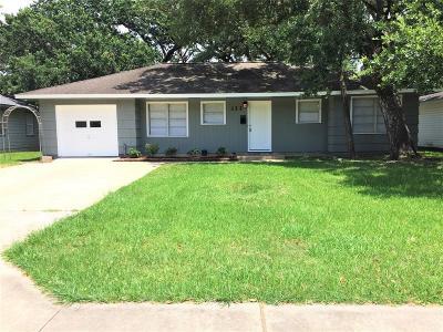 Lake Jackson Single Family Home For Sale: 322 Caladium Street