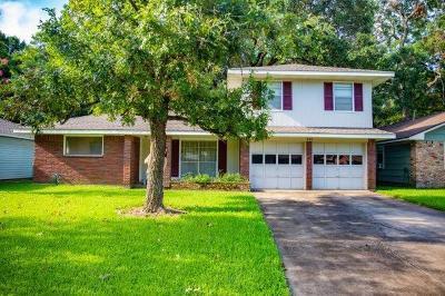 Lake Jackson Single Family Home For Sale: 520 Wisteria Street
