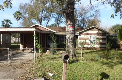 Houston TX Single Family Home For Sale: $76,000