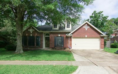 Friendswood Single Family Home For Sale: 2310 N Mission Circle