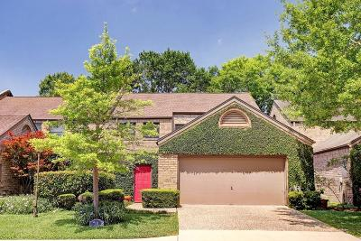 Bellaire Condo/Townhouse For Sale: 10 Town Oaks Place