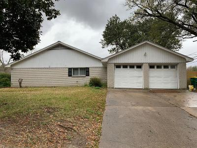 Baytown Single Family Home For Sale: 5000 Fairway Drive
