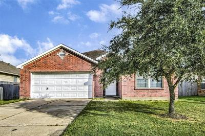 Baytown Single Family Home For Sale: 3807 Hunters Trail